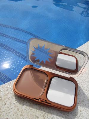 Naturally Bronze compact foundation